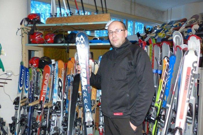 39fd1f13925 Ilustračný obrázok k článku Zlodeji v Tatrách potiahli lyže za 1 500 €   Majiteľa prekabátili