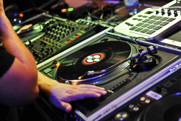 bc533ce40 Ilustračný obrázok k článku Rozhovor s popradským DJ-om Doopom: V hoteli  Kempinski som